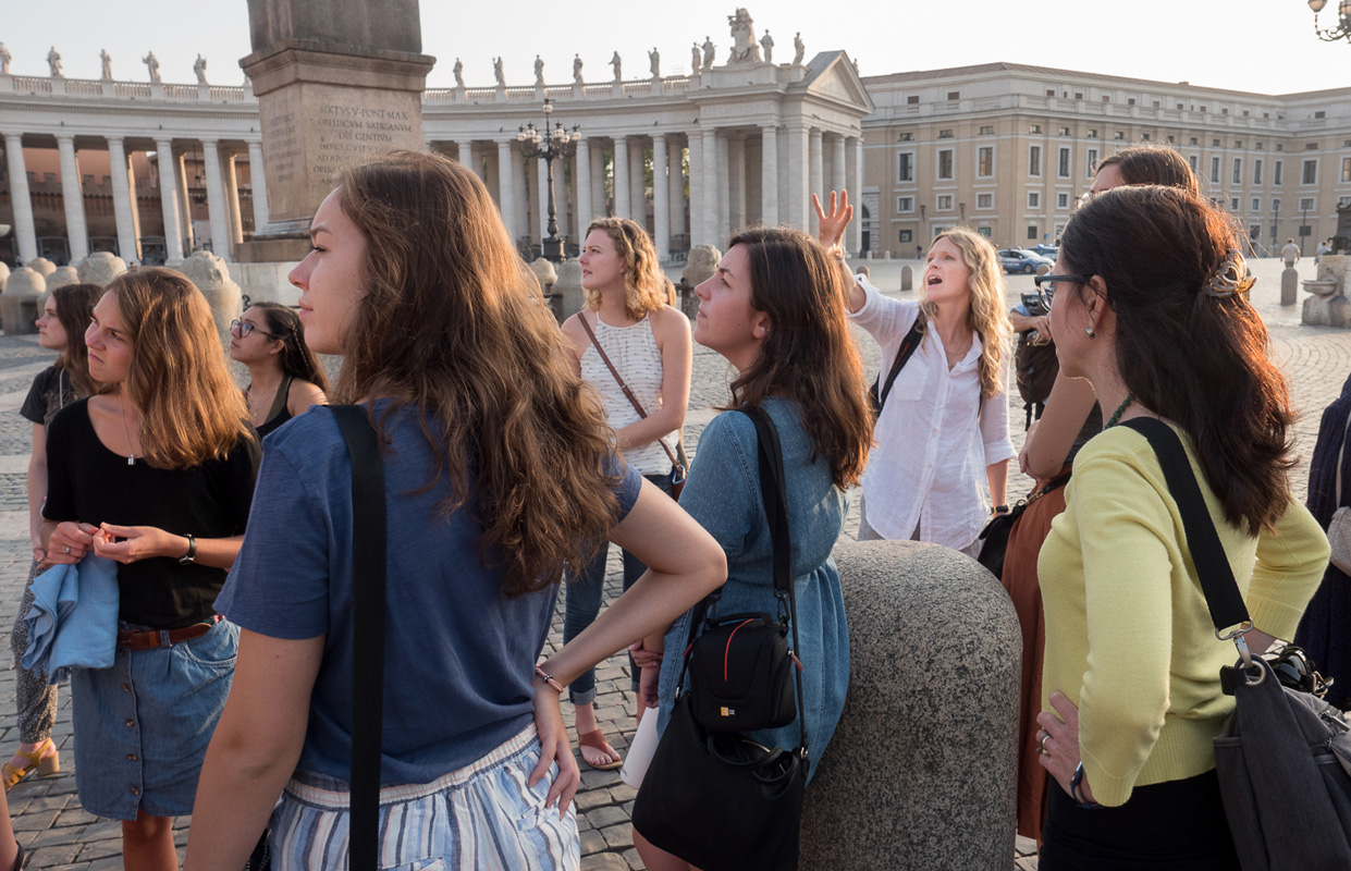 UGA Cortona students and faculty visit Piazza Navona